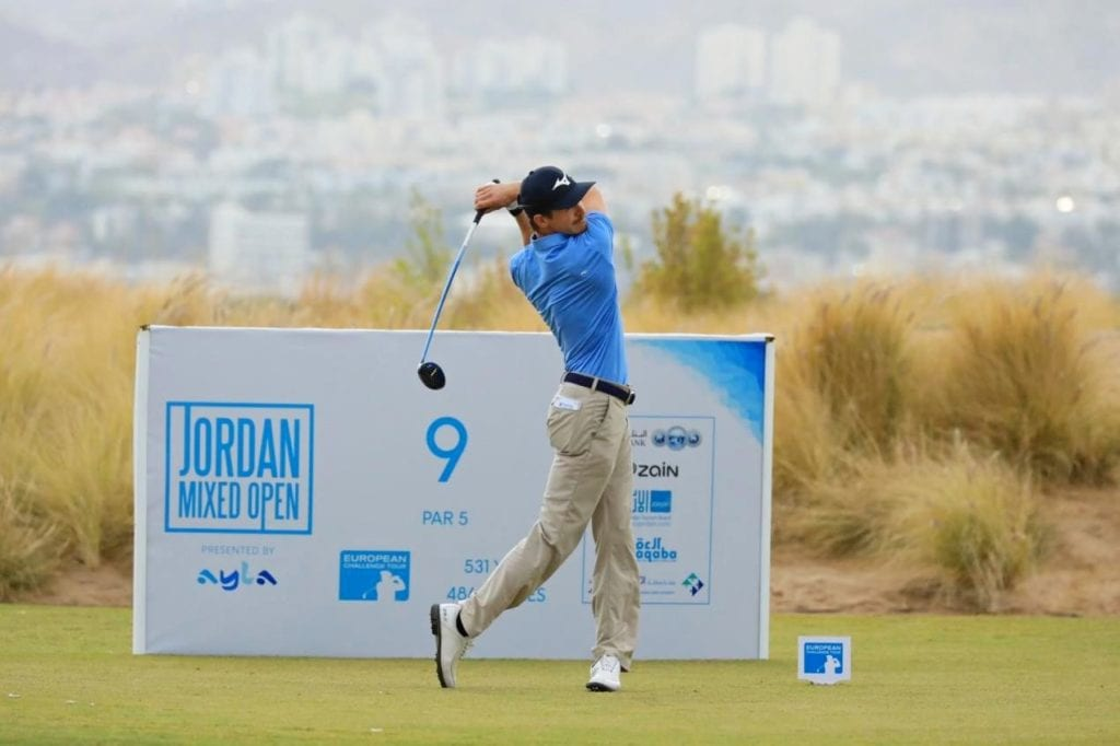 Huizing makes history as first leader in mixed golf, © Getty Images