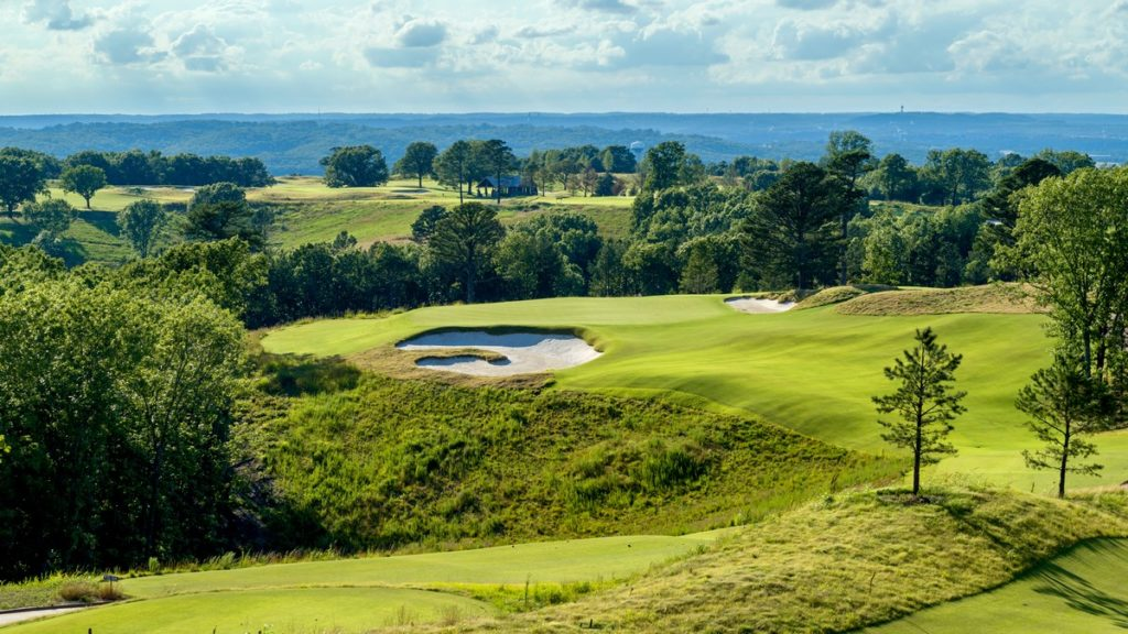 Architecture - Ozarks National - Missouri - The 18-hole layout is routed on a ridge line providing an ideal setting throughout the round.