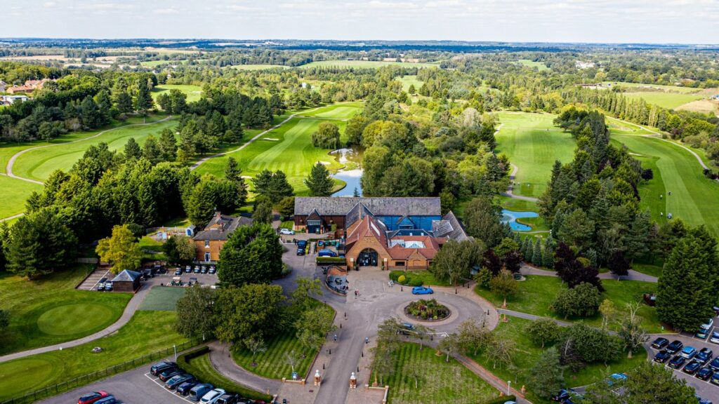 Essendon CC unveiled as first golf club in UK withToptracer Range Mobile